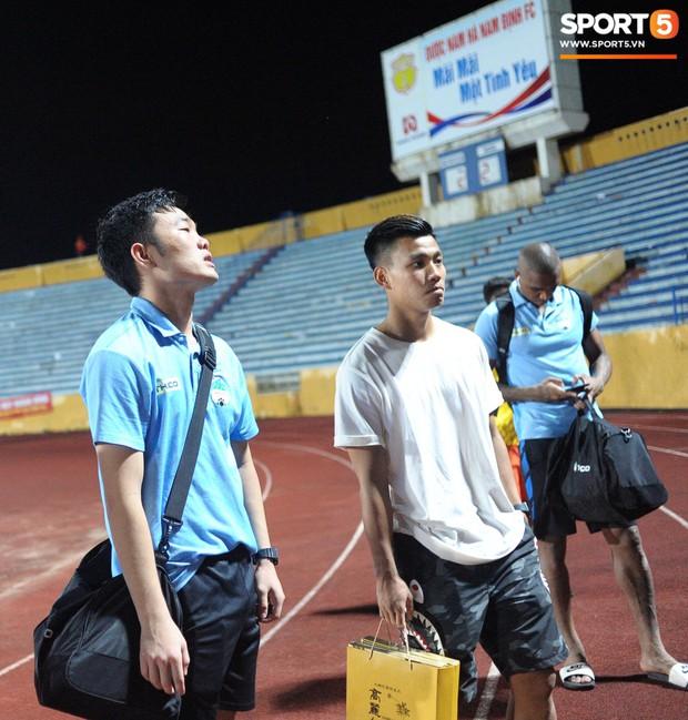 Cựu cầu thủ U23 tự trách vì bàn thua khiến HAGL đánh rơi chiến thắng ở Nam Định - Ảnh 7.