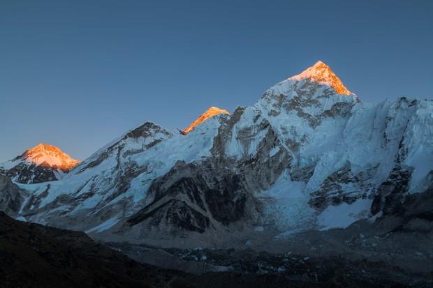 Đỉnh Everest cao nhất thế giới thì ai cũng biết nhưng đảm bảo 90% bạn sẽ trả lời sai vị trí chính xác của ngọn núi - Ảnh 1.