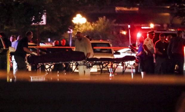 Loạt ảnh đầy xót xa trong tuần lễ đẫm máu của nước Mỹ: Liên tiếp 3 vụ xả súng khiến gần 100 người thương vong - Ảnh 17.