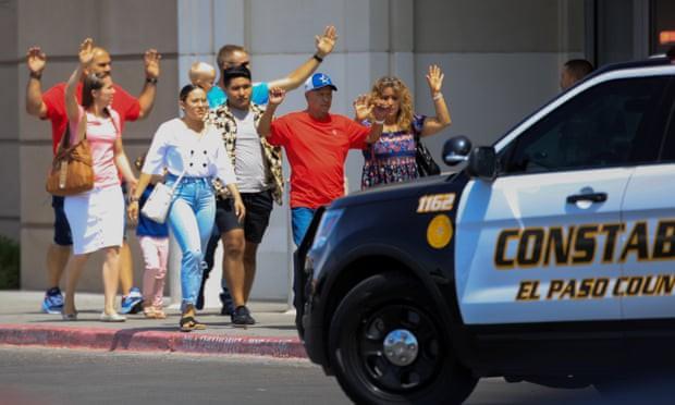 Loạt ảnh đầy xót xa trong tuần lễ đẫm máu của nước Mỹ: Liên tiếp 3 vụ xả súng khiến gần 100 người thương vong - Ảnh 10.