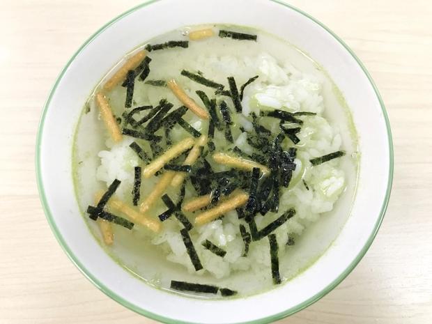 Tip ăn uống hiếm ai dám thử của người Nhật: khoai tây ngâm trà xanh - Ảnh 1.