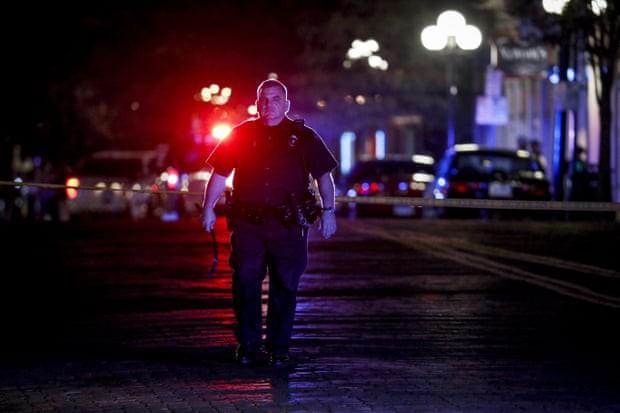 Loạt ảnh đầy xót xa trong tuần lễ đẫm máu của nước Mỹ: Liên tiếp 3 vụ xả súng khiến gần 100 người thương vong - Ảnh 15.