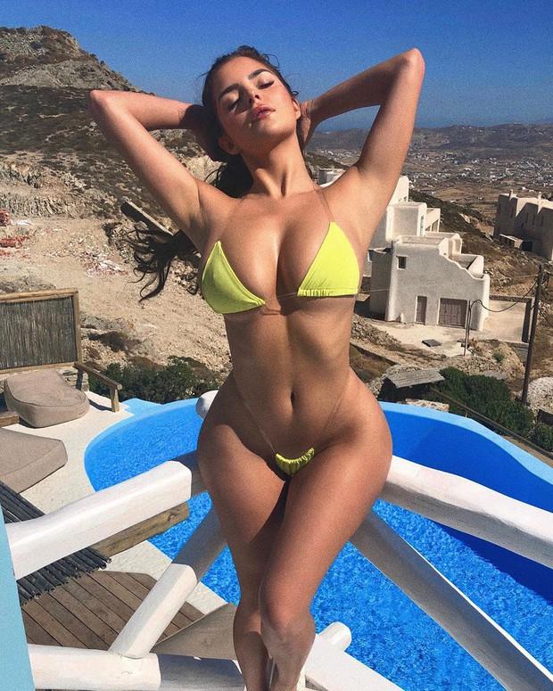 Cùng diện bikini cũn cỡn, Kylie Jenner và Demi Rose bị đặt lên bàn cân: Bản sao bốc lửa không có cửa so với bản gốc - Ảnh 2.