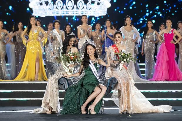 Tân Hoa hậu Thế giới Việt Nam xuất sắc miễn bàn nhưng nhan sắc 2 nàng Á hậu cũng quá đáng gờm, mười phân vẹn mười - Ảnh 1.