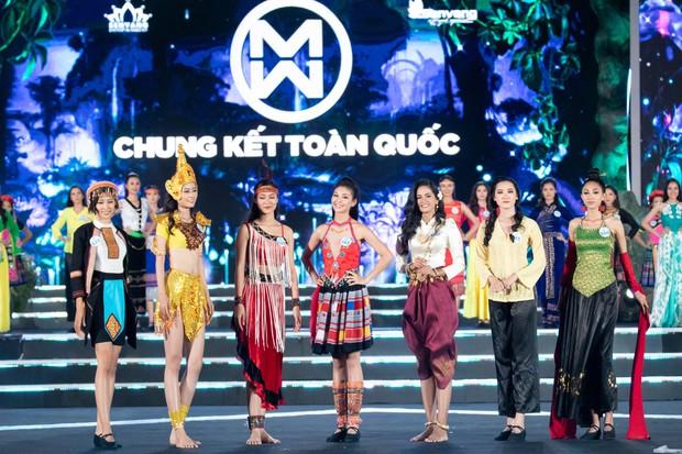 Chung kết Miss World Việt Nam 2019: Thí sinh nhan sắc vẹn toàn nhưng váy áo lại lắm lỡ làng - Ảnh 3.