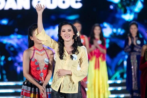 Chung kết Miss World Việt Nam 2019: Thí sinh nhan sắc vẹn toàn nhưng váy áo lại lắm lỡ làng - Ảnh 4.