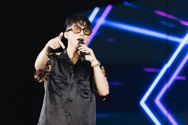Được tỏ tình tại Meet&Greet trong Sky Tour Đà Nẵng, Sơn Tùng M-TP hài hước đồng ý kí giấy đăng kí kết hôn cùng fan nữ - Ảnh 4.