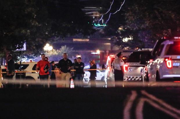 Loạt ảnh đầy xót xa trong tuần lễ đẫm máu của nước Mỹ: Liên tiếp 3 vụ xả súng khiến gần 100 người thương vong - Ảnh 16.