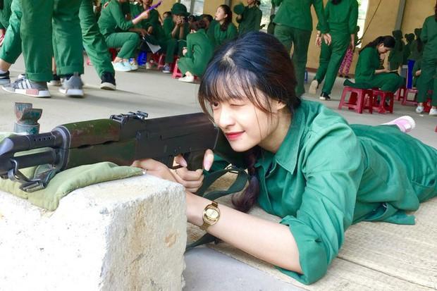 Dân mạng đang chuyền tay nhau một tấm ảnh cực hot trước khi trở thành Á hậu 1 của Kiều Loan - Ảnh 2.