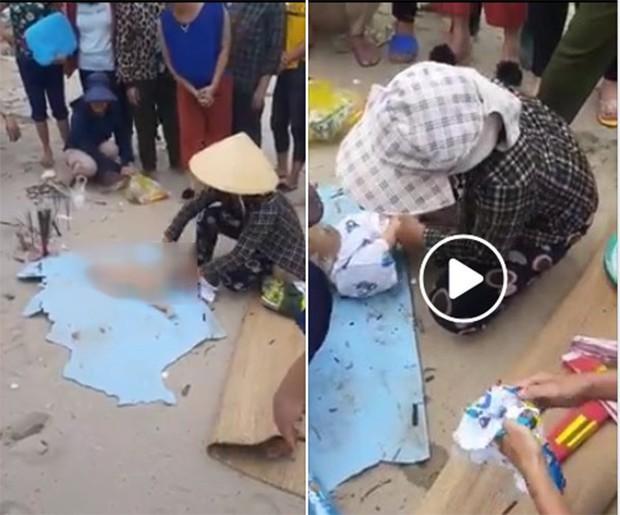 Tìm thấy thi thể bé trai hơn 1 tuổi, nghi bị lũ cuốn ở Thanh Hóa trôi dạt vào bờ biển - Ảnh 1.