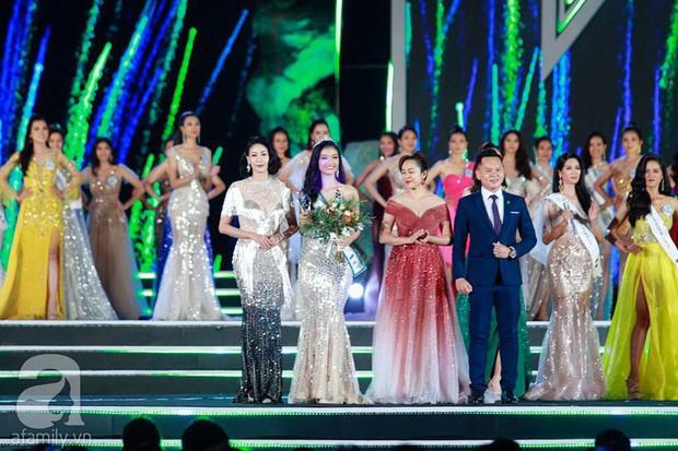 Trước khi sải bước kiêu sa tại chung kết Miss World VN 2019, các thí sinh cũng có khoảnh khắc mũ nón kín mít thú vị hết sức - Ảnh 3.