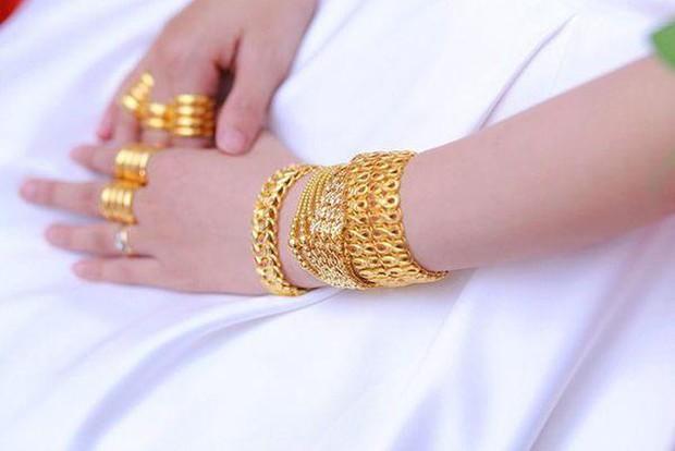Những cô dâu số hưởng với vòng vàng trĩu cổ: Gánh nặng vậy ai cũng nguyện ý lấy chồng! - Ảnh 4.