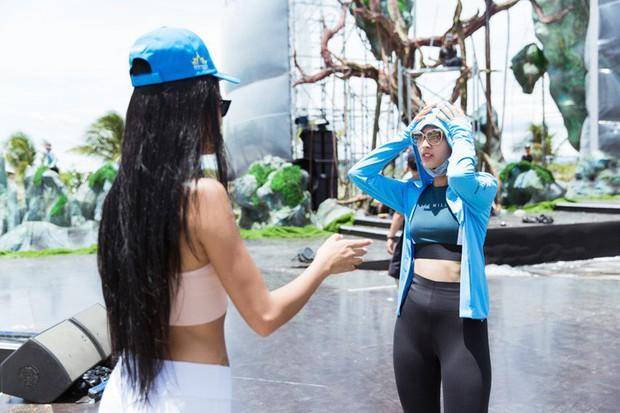 Trước khi sải bước kiêu sa tại chung kết Miss World VN 2019, các thí sinh cũng có khoảnh khắc mũ nón kín mít thú vị hết sức - Ảnh 7.