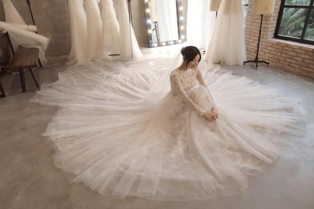 Bóc loạt bí mật đằng sau váy cưới của các mỹ nhân Việt đình đám - Ảnh 9.