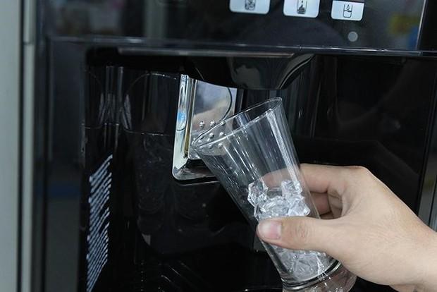 Những căn bệnh ai cũng có nguy cơ mắc phải nếu dùng đồ ăn trong tủ lạnh không đúng cách - Ảnh 1.