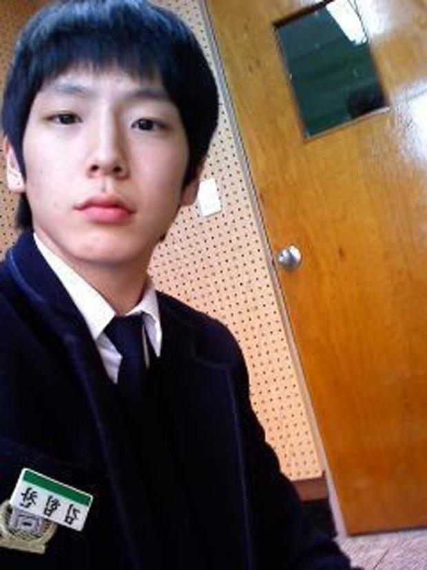 """Ngày ấy - bây giờ của 7 sao Hàn từng là hotboy, hotgirl mạng xã hội đình đám: Người tù tội, kẻ bỗng thành """"tiểu tam"""" - Ảnh 11."""
