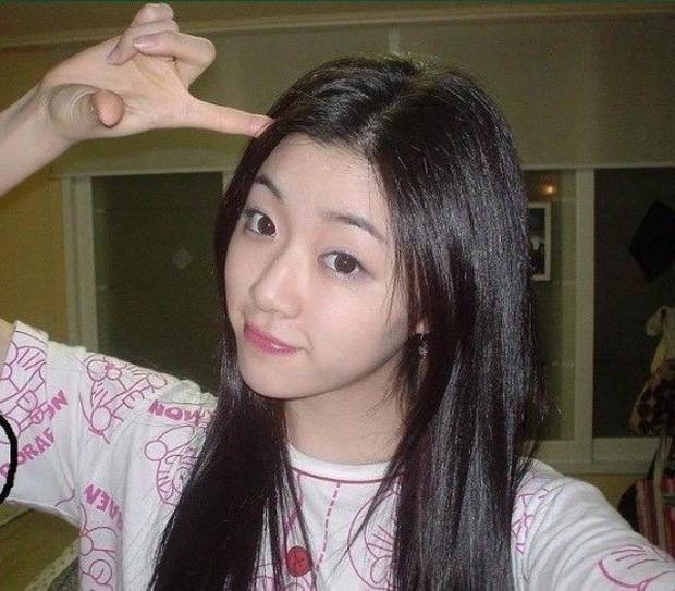 """Ngày ấy - bây giờ của 7 sao Hàn từng là hotboy, hotgirl mạng xã hội đình đám: Người tù tội, kẻ bỗng thành """"tiểu tam"""" - Ảnh 13."""