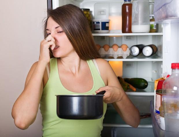 Những căn bệnh ai cũng có nguy cơ mắc phải nếu dùng đồ ăn trong tủ lạnh không đúng cách - Ảnh 2.