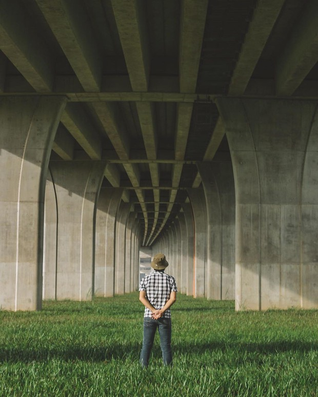 Góc sống ảo hot nhất với giới trẻ An Giang hiện tại chính là... chân một cây cầu: Nghe hơi vô lý nhưng nhìn hình sẽ thấy rất thuyết phục! - Ảnh 2.