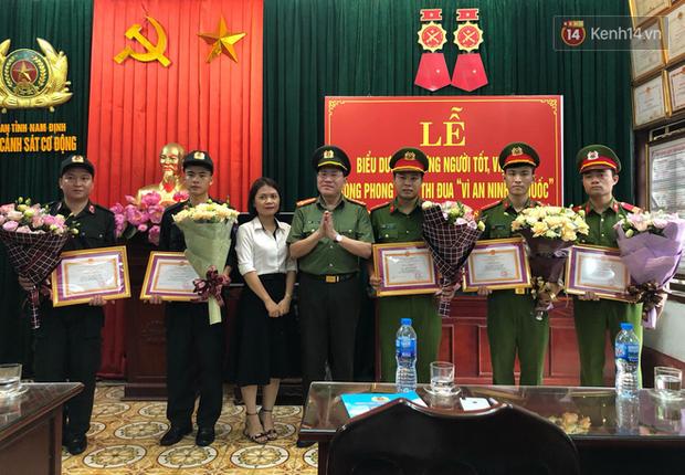 Mẹ bé trai bị co giật trên sân Thiên Trường: Tôi thực lòng cảm ơn các chiến sĩ cảnh sát nhiều lắm - Ảnh 2.