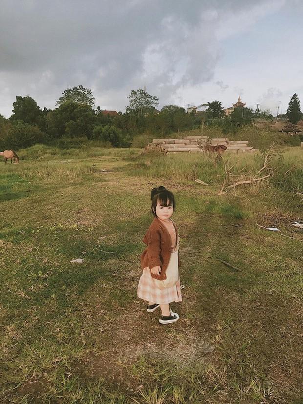 Cô bé mới 4 tuổi đã là mem cứng của hội ghiền Đà Lạt, cư dân mạng đùa chẳng sớm thì muộn em cũng thành đại sứ du lịch nơi đây! - Ảnh 4.