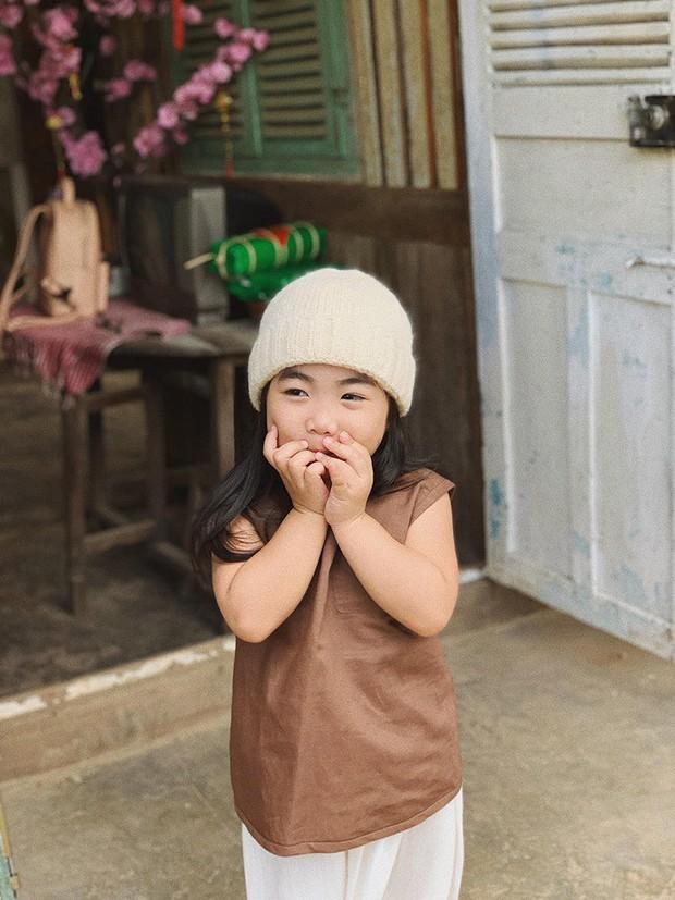 Cô bé mới 4 tuổi đã là mem cứng của hội ghiền Đà Lạt, cư dân mạng đùa chẳng sớm thì muộn em cũng thành đại sứ du lịch nơi đây! - Ảnh 10.