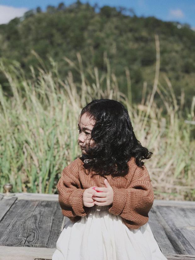 Cô bé mới 4 tuổi đã là mem cứng của hội ghiền Đà Lạt, cư dân mạng đùa chẳng sớm thì muộn em cũng thành đại sứ du lịch nơi đây! - Ảnh 11.