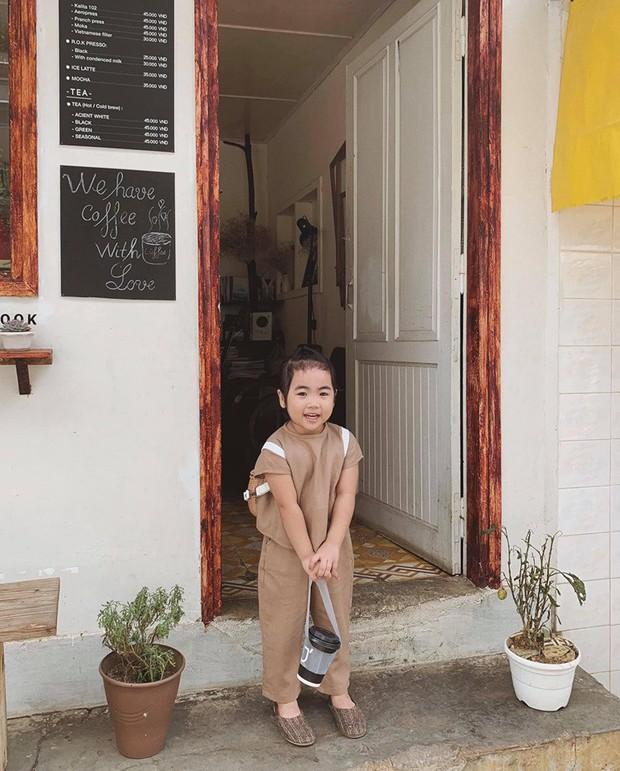 Cô bé mới 4 tuổi đã là mem cứng của hội ghiền Đà Lạt, cư dân mạng đùa chẳng sớm thì muộn em cũng thành đại sứ du lịch nơi đây! - Ảnh 5.