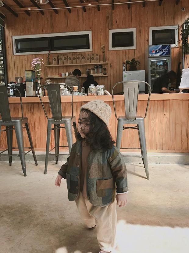 Cô bé mới 4 tuổi đã là mem cứng của hội ghiền Đà Lạt, cư dân mạng đùa chẳng sớm thì muộn em cũng thành đại sứ du lịch nơi đây! - Ảnh 13.
