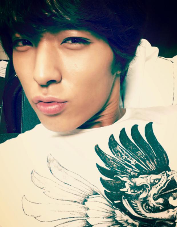 """Ngày ấy - bây giờ của 7 sao Hàn từng là hotboy, hotgirl mạng xã hội đình đám: Người tù tội, kẻ bỗng thành """"tiểu tam"""" - Ảnh 7."""