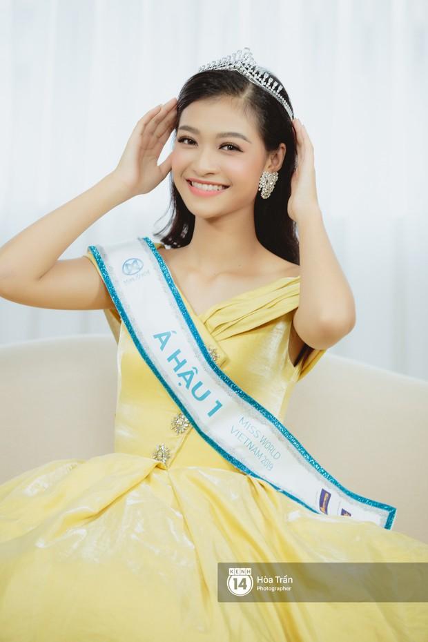 Cận cảnh nhan sắc Top 3 Hoa hậu Thế giới Việt Nam 2019: Lương Thùy Linh quá giống Đỗ Mỹ Linh, 2 nàng Á hậu đáng gờm - Ảnh 4.