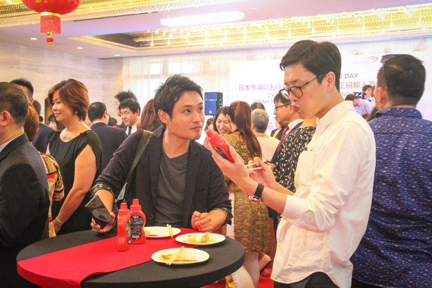 Bất ngờ với chàng ca sĩ Vietnam Kun trong sự kiện ra mắt CHIN-SU: Hát nhạc Việt bằng tiếng Nhật cực cool - Ảnh 11.