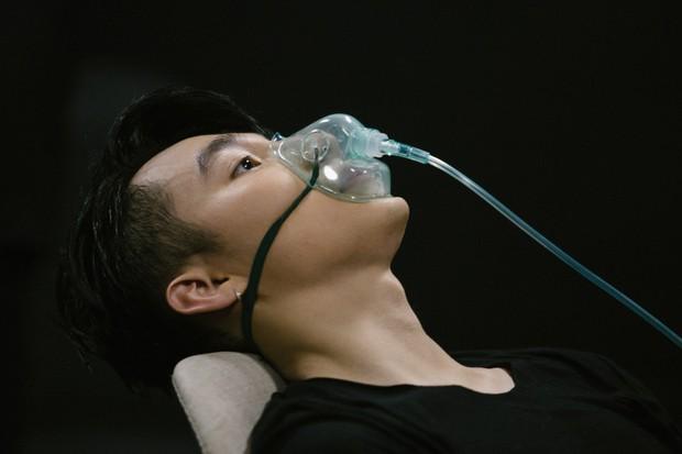 Diễn quá sung tại Sky Tour Đà Nẵng, Sơn Tùng M-TP buộc phải thở ô-xy để ổn định sức khỏe khiến fan lo sốt vó - Ảnh 2.
