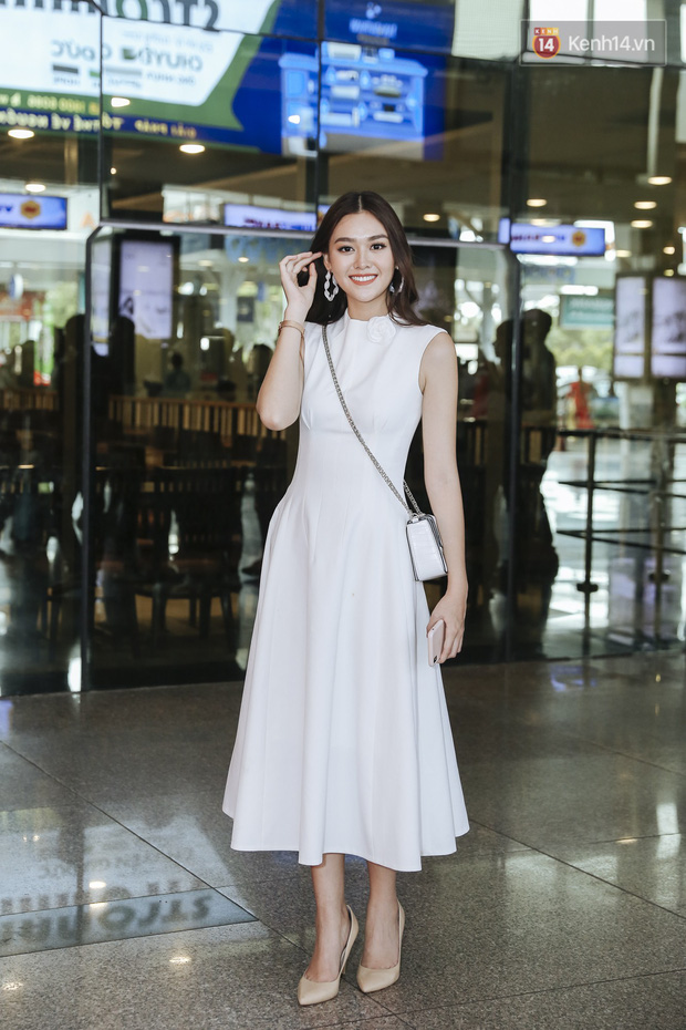 Tân Hoa hậu Lương Thùy Linh mặc giản dị, rạng rỡ cùng 2 Á hậu xuất hiện tại TP.HCM trong vòng tay người hâm mộ - Ảnh 5.