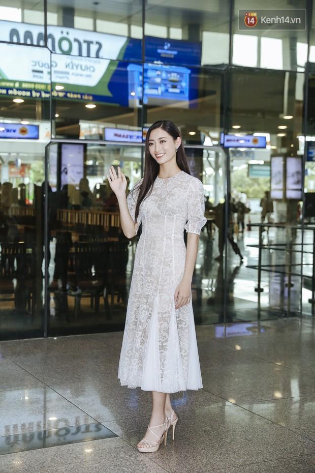 Tân Hoa hậu Lương Thùy Linh mặc giản dị, rạng rỡ cùng 2 Á hậu xuất hiện tại TP.HCM trong vòng tay người hâm mộ - Ảnh 2.