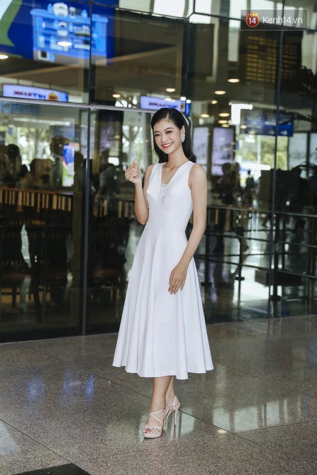 Tân Hoa hậu Lương Thùy Linh mặc giản dị, rạng rỡ cùng 2 Á hậu xuất hiện tại TP.HCM trong vòng tay người hâm mộ - Ảnh 4.