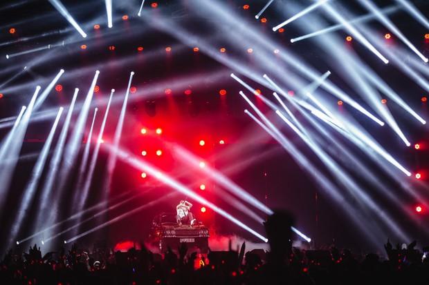 Diễn quá sung tại Sky Tour Đà Nẵng, Sơn Tùng M-TP buộc phải thở ô-xy để ổn định sức khỏe khiến fan lo sốt vó - Ảnh 3.