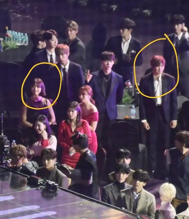 Soi lại loạt khoảnh khắc liếc mắt đưa tình này của Kang Daniel và Jihyo mới thấy: Lễ trao giải đúng là nơi chắp cánh tình yêu! - Ảnh 4.