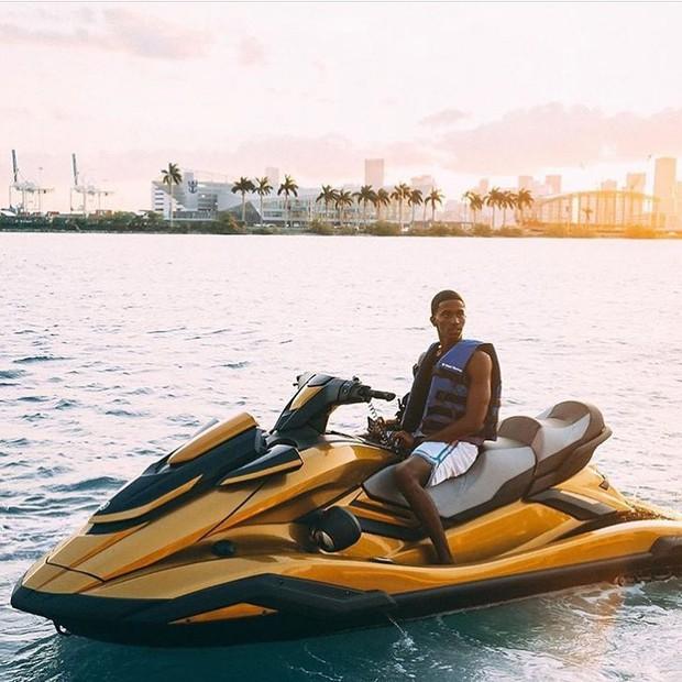Công thức chung cho mỗi chuyến du lịch của hội rich kid trên Instagram: Kiểu gì cũng có siêu xe, du thuyền và tiêu tiền tỷ! - Ảnh 20.