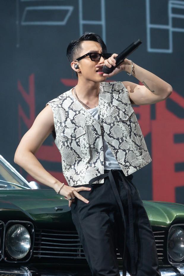Diễn quá sung tại Sky Tour Đà Nẵng, Sơn Tùng M-TP buộc phải thở ô-xy để ổn định sức khỏe khiến fan lo sốt vó - Ảnh 7.
