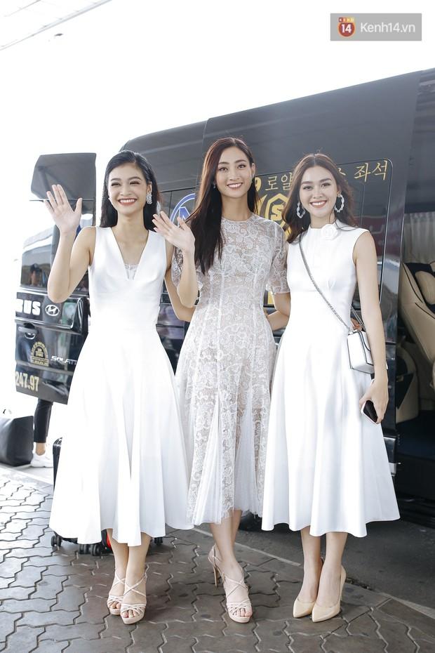 Tân Hoa hậu Lương Thùy Linh mặc giản dị, rạng rỡ cùng 2 Á hậu xuất hiện tại TP.HCM trong vòng tay người hâm mộ - Ảnh 8.