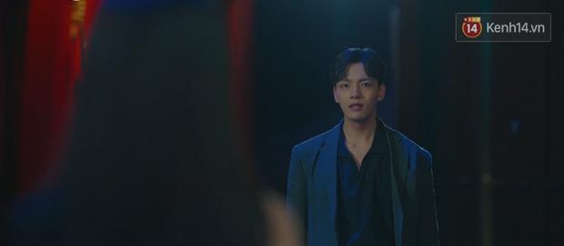 CEO IU biến hình ác nữ, nguyền rủa kẻ thù kiêm tình địch truyền kiếp bằng chiêu khẩu nghiệp trong tập 8 Hotel Del Luna - Ảnh 12.
