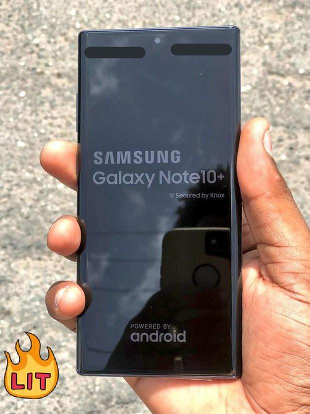 Đỉnh cao leak ảnh 2-trong-1: iPhone XI phản đam từ màn hình Galaxy Note 10+, tất cả đều chưa ra mắt - Ảnh 1.