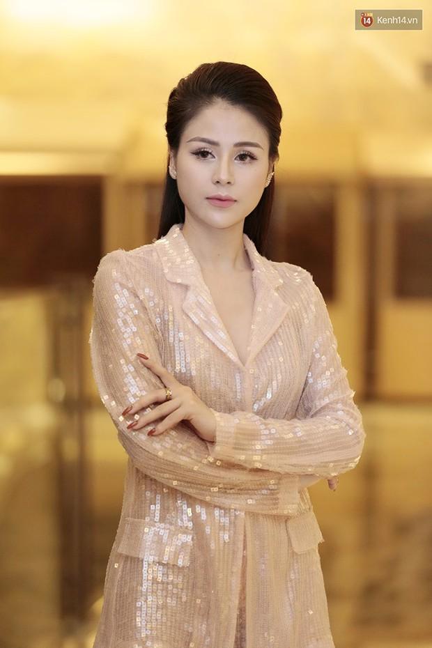 Diện đầm xòe công chúa, mẹ chồng quốc dân Lan Hương chặt đẹp dàn mỹ nhân phim nối sóng Về Nhà Đi Con - Ảnh 6.