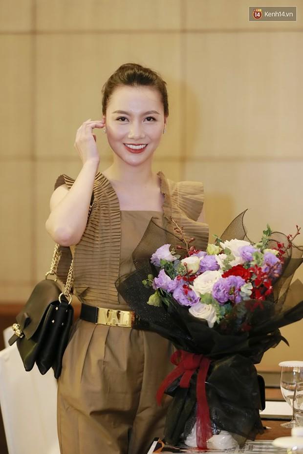 Diện đầm xòe công chúa, mẹ chồng quốc dân Lan Hương chặt đẹp dàn mỹ nhân phim nối sóng Về Nhà Đi Con - Ảnh 15.