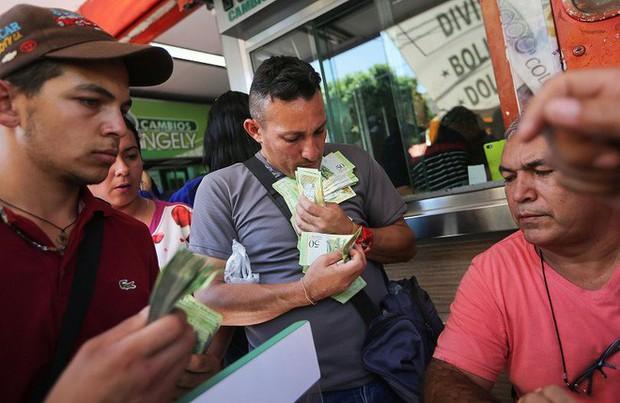Câu chuyện mua smartphone tại Venezuela, quốc gia có nền kinh tế lạm phát 1.000.000% - Ảnh 2.