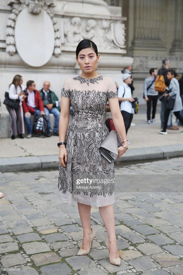 """Gái út của vị vua Thái mới lập """"vợ lẽ"""": Phong cách thời trang bỏ xa các nữ nhân Hoàng tộc khác về độ chất chơi và táo bạo - Ảnh 4."""