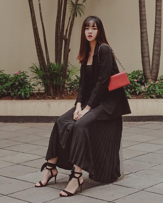 Nàng Á hậu được ví là bản sao của Hà Tăng: Style chỉ toàn màu đen - trắng nhưng sang chảnh như tiểu thư trâm anh thế phiệt - Ảnh 4.
