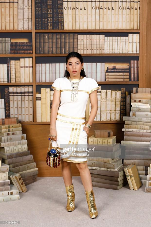 """Gái út của vị vua Thái mới lập """"vợ lẽ"""": Phong cách thời trang bỏ xa các nữ nhân Hoàng tộc khác về độ chất chơi và táo bạo - Ảnh 6."""