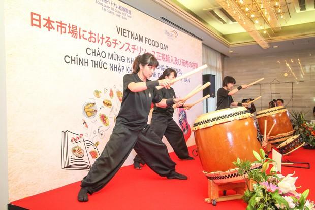 Bất ngờ với chàng ca sĩ Vietnam Kun trong sự kiện ra mắt CHIN-SU: Hát nhạc Việt bằng tiếng Nhật cực cool - Ảnh 7.